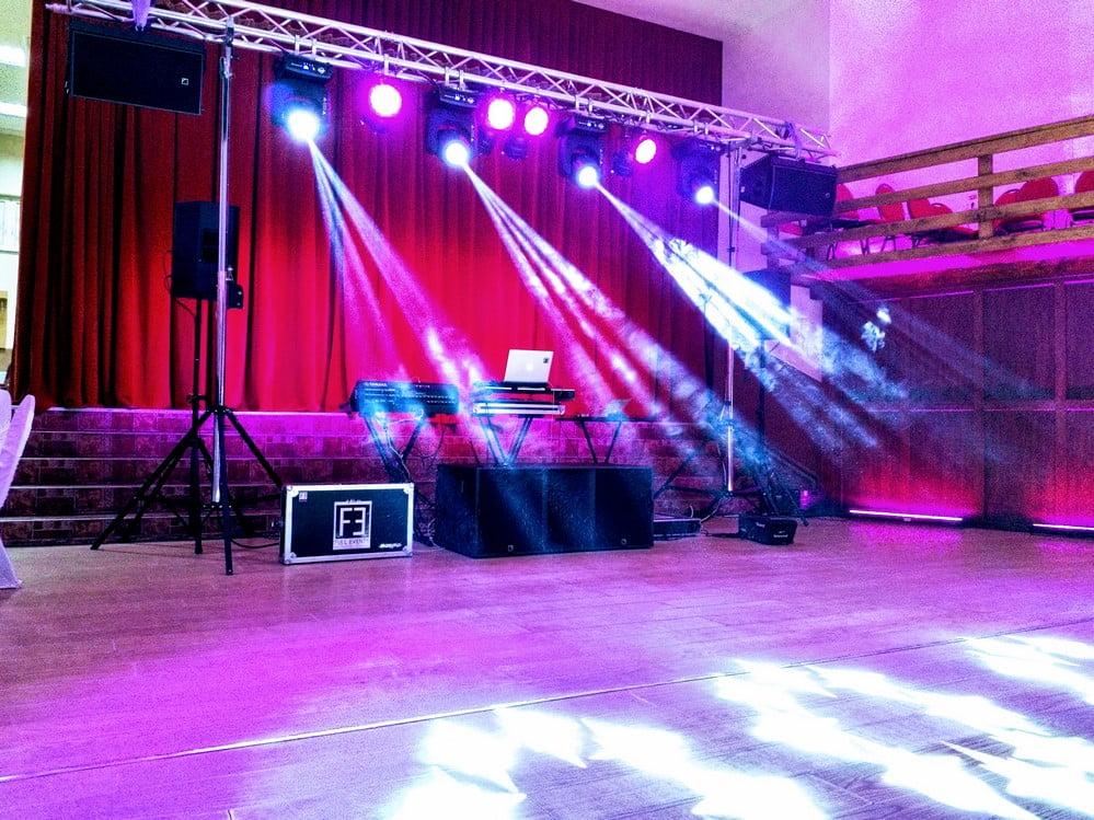 In data de 23 februarie am avut placerea sa fim alaturi de Societatea Termica din Intorsura Buzaului unde domnul Dan Neagoe, proprietarul acestei firme, ne-a primit cu caldura si impreuna am creat un moment deosebit alaturi de invitati din Italia si din zona. Ansamblul Brauletul a prezentat mai multe suite de dansuri din diverse zone ale tarii iar Dj George a facut o excursie muzicala plecand din anii 70 si pana la cele mai noi hituri.